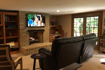 Private Studio w/ Gas Fireplace @ GEMINI/POLARIS - Lewis Center