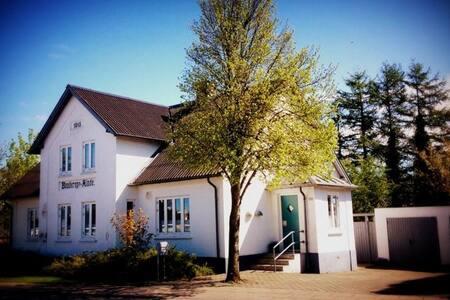 200 m2  tæt på både by og natur - Gistrup