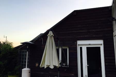 Studio équipé dans maison au calme, vue sur jardin - Coucy - Apartment