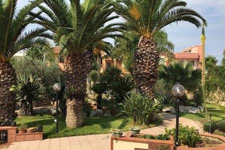 Appartamento in villa con giardino - Collepasso