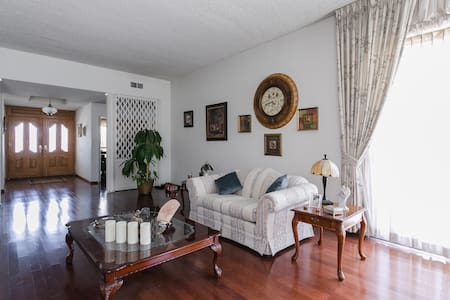 Six Private Bedroom in Large Home - Szoba reggelivel