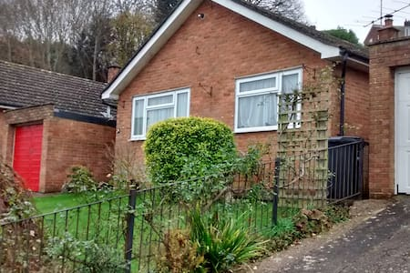 Small quiet room close to Westlands - Yeovil