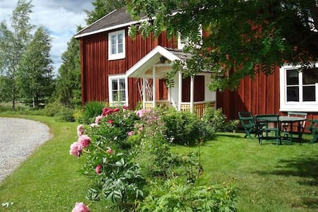 Live in a beautiful Hälsinge-house at Lingan lake - Bed & Breakfast