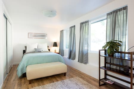 Charming in-law space - all new - Oakland - Casa