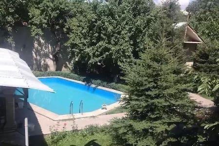 Vills in Yerevan +37499555525 - Ереван - Dom