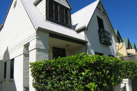 Laidback local living - Annandale - House
