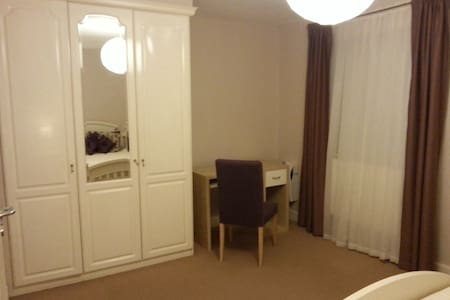 Double room in Canary Wharf, London - London - House