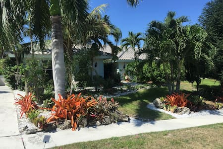 RELAX IN SECLUDED 1/2 ACRE BOTANICAL GARDEN - Marco Island - Rumah