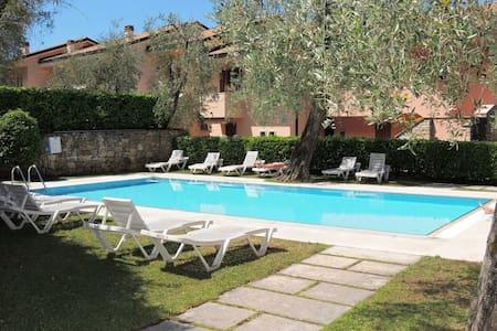 Appartamento con piscina vista lago - Brenzone