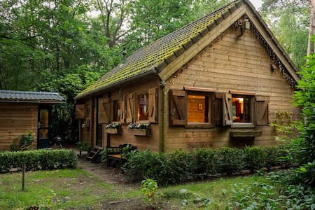The Gingerbread Huis, nestled in private woods - Lieren - House