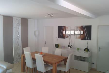 Jolie chambre+sdb indépendante dans villa calme - Cuers - Haus