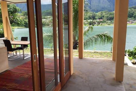 New villa right on lake Toba - Villa