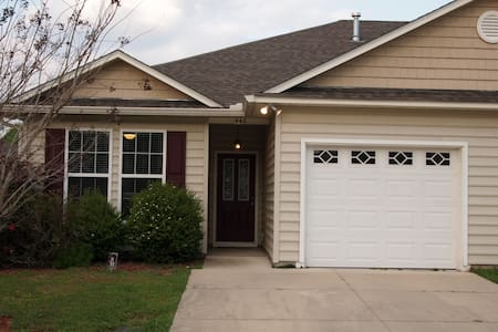 Quiet 2 Bedroom Townhome in Capital City - Tallahassee - House