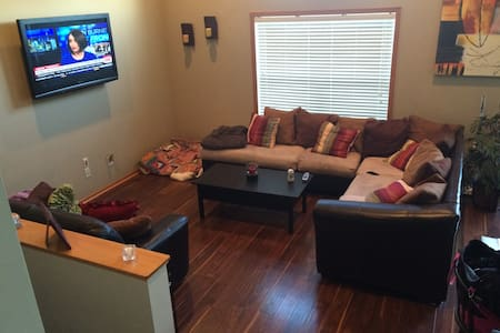 3 bedroom Townhome in Maple Grove - Townhouse