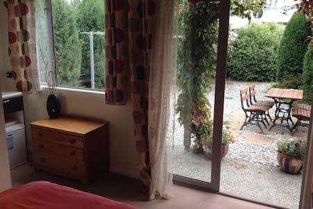 Queen room en suite - Lake Hayes Estate - Rumah