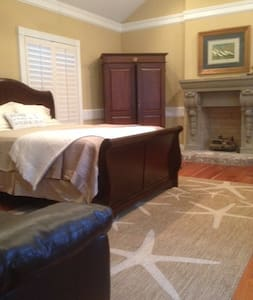 """""""The Windjammer Suite"""" of The Captain's House B&B - Bed & Breakfast"""