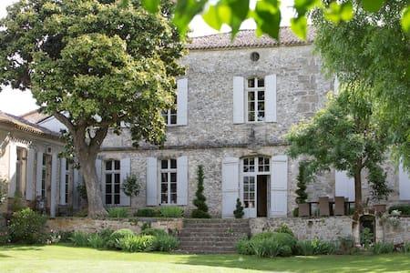 Maison Le Sèpe, accueil dans un domaine viticole - Sainte-Radegonde - Guesthouse