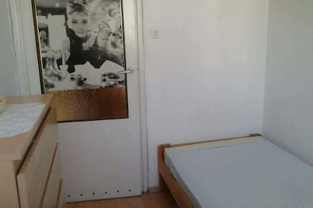 Small room near the center of Krakow - Wohnung