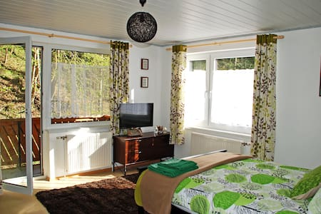 Waldblick Landhaus - Double bedroom with extra bed - Brunnrotte - Bed & Breakfast
