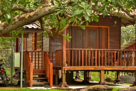 WOODEN HOUSE + Scooter + 4* Hotel Membership - Casa