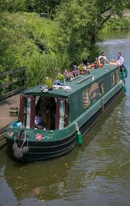 The Enchanted Rose 60ft narrow boat - East Farleigh - Boot