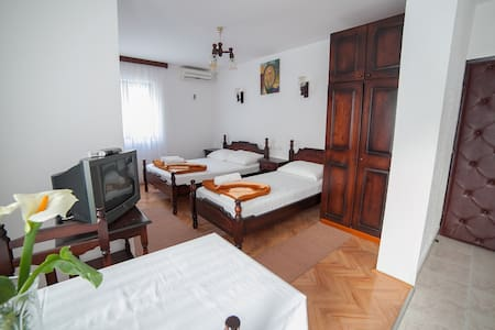 4M-Studio with Balcony (3 Adults) 1 - Lejlighed
