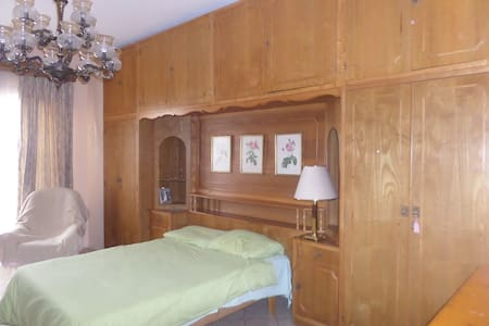 large bedroom with outside space - Ħ'Attard - Villa