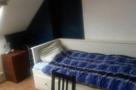 Jolie petite chambre au cœur de Bruxelles - Apartment