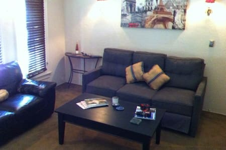 West Hollywood Great Location. - Los Angeles - Apartment