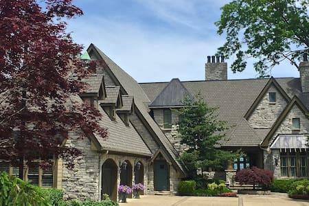 Gated 10,000 square foot Estate on the Lake - Bay Village - Haus