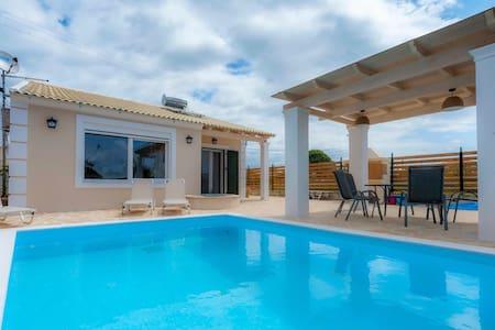 A unique villa for dream holidays - Κερκυρα - Villa