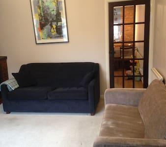 2 Bedroom Family House with garden - Orpington - Talo