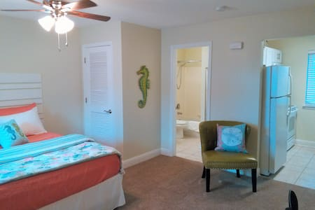 NEW LISTING!! Beach Time Studio - Condominium