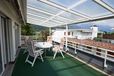 Attika mit grosser Terrasse nahe beim Zentrum - Ascona