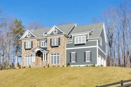 UVA Grad Wknd HUGE house close to grounds/airport! - Charlottesville