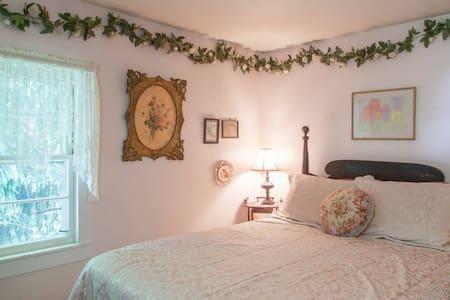 Amazing Grace B&B: Ivy Room - Ithaca - Pousada