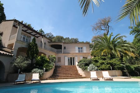 Beautiful villa with pool in Mandelieu in a safe residence - Villa