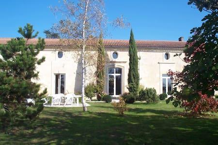 Chambre d'hôte à la propriété - Saint-Germain-du-Puch - Penzion (B&B)