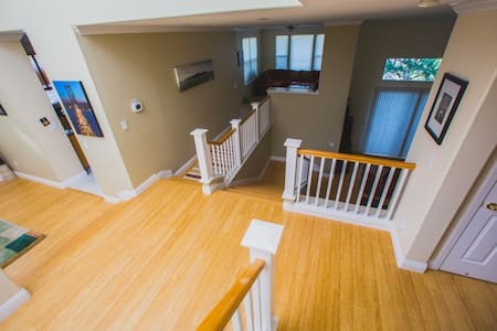 Large Modern Home Minutes from SF - Rumah