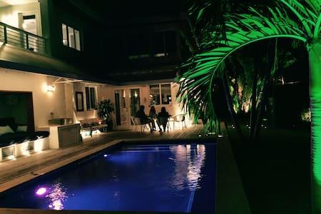 Art Basel/ Luxury home on Dilido Is - Ház