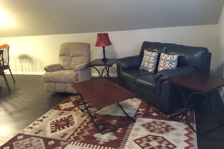 Modern apartment close to everything. - Lake Hamilton Township - Apartment
