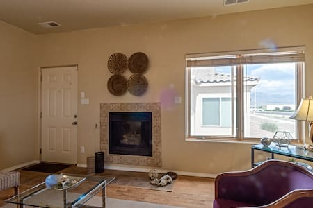 Convenient Condo in Rio Rancho - View of Sandias - Condominium