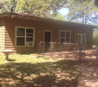 Cozy Cottage in Colorado County, Texas. - Cabana