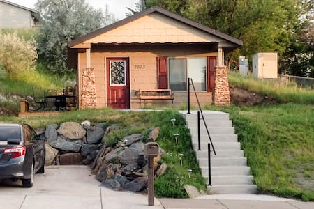 Cabin Getaway - In The City!!! - Rapid City - Cottage