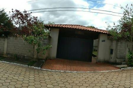 Casa de campo condômino fechado - Ribeirão das Neves