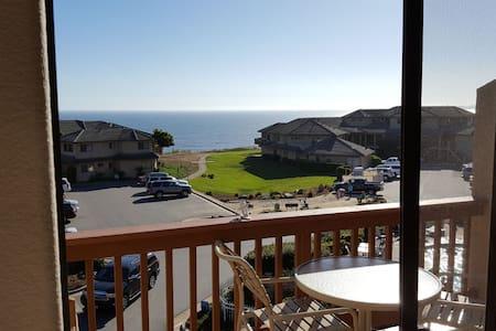 Beach Retreat Villa 2 Bedroom 2.5 Bath, Ocean View - Kondominium