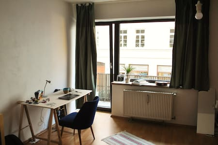 Room type: Entire home/apt Bed type: Real Bed Property type: Apartment Accommodates: 2 Bedrooms: 0 Bathrooms: 1