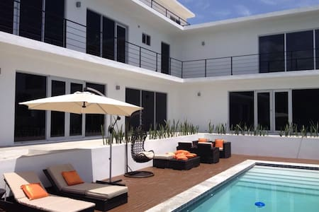 Villa Ballets Negres – Luxurious & Contemporary - White House - Villa