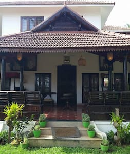Authentic Luxurious Kerala Rooms - Ház