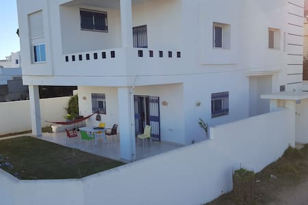 Villa with a veranda, 100m from the beach - Al Huwariyah - Other